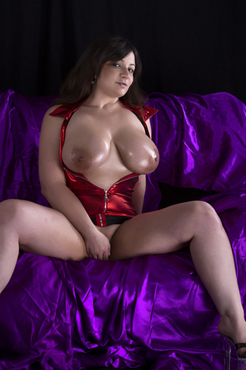 Ivone woman with large bust size 120 DD Griffig Model Berlin from Bulgaria Escort Service Girl