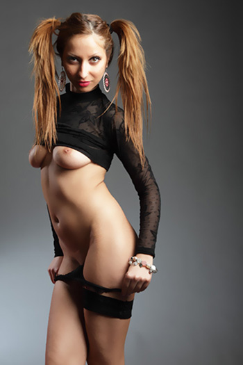 Young lady Julia escort model Exclusive high class Berlin girl from Greece visits discreetly