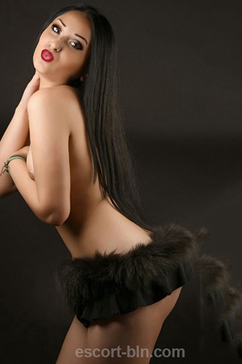 Lavina slightly chubby escort girl in Berlin with extraordinary sex inclinations