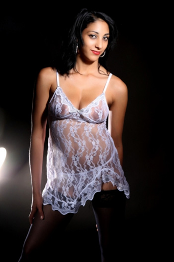 Pretty sex escort model Melli with top figure visits house and hotel in Berlin and the surrounding area as a call girl