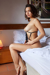 Hobby whore Maura order for an erotic oil massage with caviar service through Escort Berlin