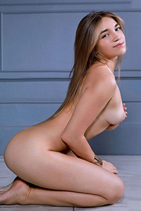 Get to know beginner model Osia for sex and eroticism with a position change service through the agency Berlin Escort