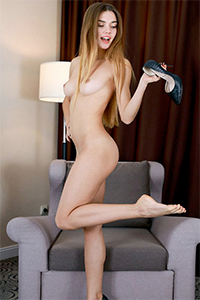 Book first class Ladie Eyleen discreetly for a sex affair with a request for high heels service via the Berlin escort agency