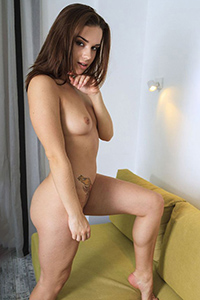 Hobby model Iliana order discreetly for a sex date with egg-licking service through the agency Escort Berlin